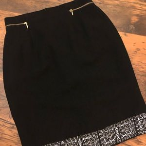 Dresses & Skirts - Black pencil skirt with geometric pattern